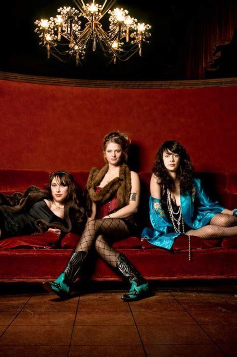those darlins | Los angeles music, Night joggers, Music blog