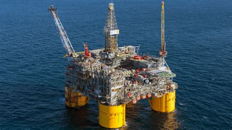 Oil Rig Workers Get Vulnerable To Make The Job Safer