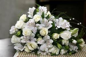 Beau Bouquet De Fleur : beau bouquet de mariage des fleurs blanches photo stock ~ Dallasstarsshop.com Idées de Décoration