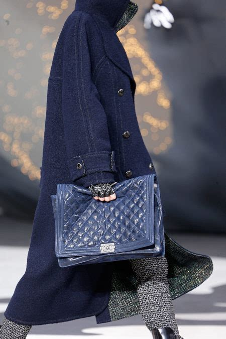 bags   chanel fall  runway collection spotted fashion
