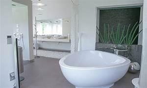 Badewanne Freistehend Für Garten : luxusbad mit riesendusche und freistehender badewanne planungswelten ~ Markanthonyermac.com Haus und Dekorationen