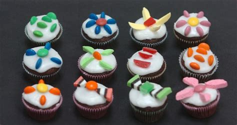 simply decorated cupcakes cake decorating