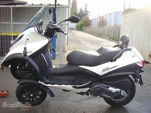 Piaggio Mp3 400 : moto accident e piaggio mp3 400 lt mp3400 mp3 400lt blanc ~ Medecine-chirurgie-esthetiques.com Avis de Voitures