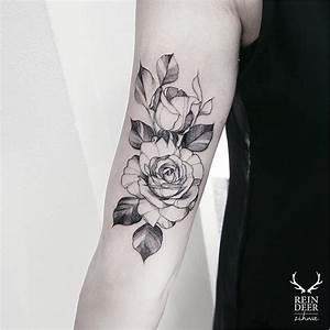 Tatouage Demi Bras Homme : tatouage fleur epaule avant acidcruetattoo ~ Melissatoandfro.com Idées de Décoration
