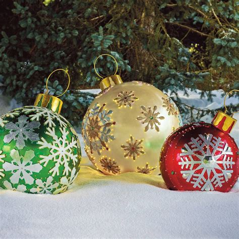 larger  life oversized christmas decoration ideas