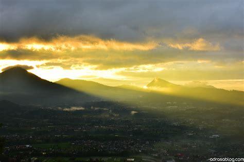menikmati matahari terbit  gunung putri lembang adrasablog