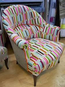 Recouvrir un fauteuil chaise gagner tissus d ameublement for Tapisser fauteuil crapaud