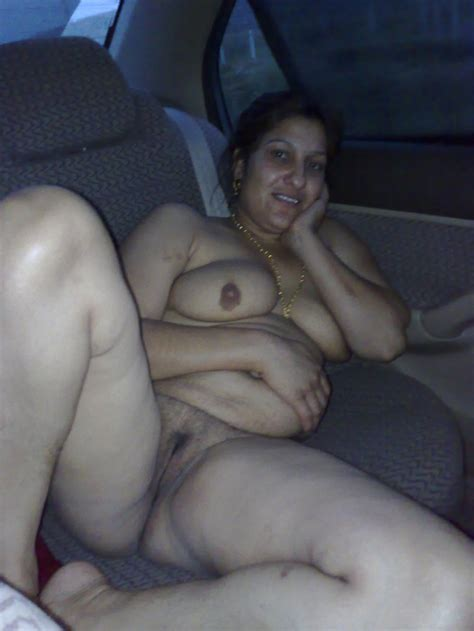 Have Sex Be Nude Always (India Edition): Amature desi indian Aunty naked in car....Hot babhi
