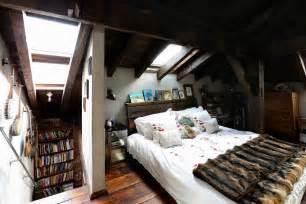 wandgestaltung schlafzimmer dachschräge kleines schlafzimmer unter dachschräge roomido