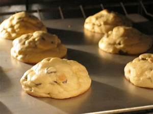 Fluffy, Soft & Chewy Chocolate Chip Cookies - Women Living ...