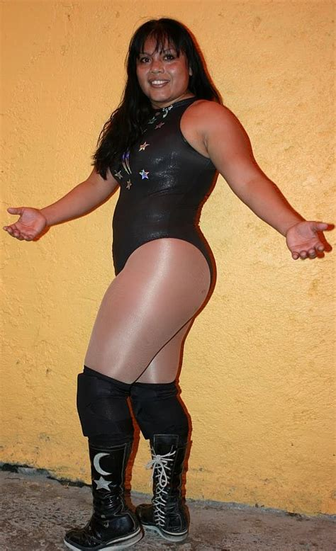 The Luchadoras: Luna Magica - Mexican Women Wrestling