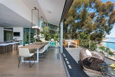 The beach compound known as the perry house gained 2 years of success, but, in 2015, the program hit a bump in the. Matthew Perry Lists His Stunning Malibu Pier House for $12 ...