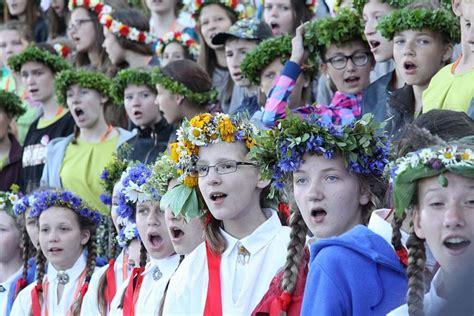 Skolēnu Dziesmu svētku pārcelšana vissmagāk ietekmētu deju ...