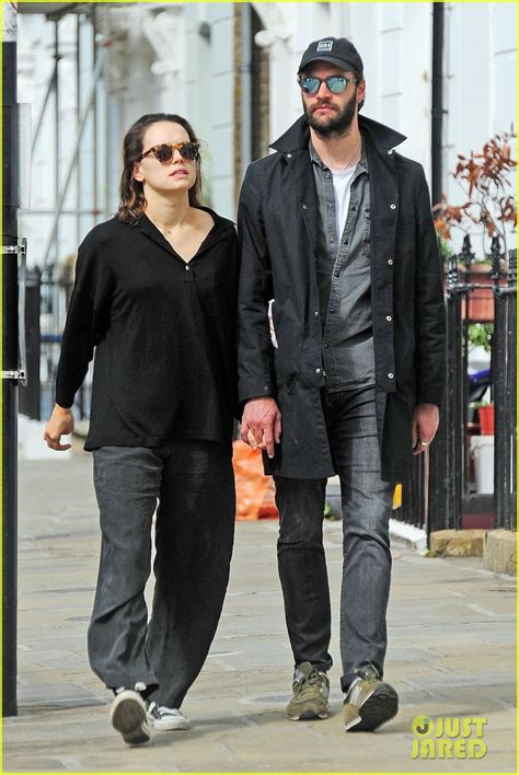 tom bateman daisy ridley daisy ridley tom bateman couple up for afternoon date in