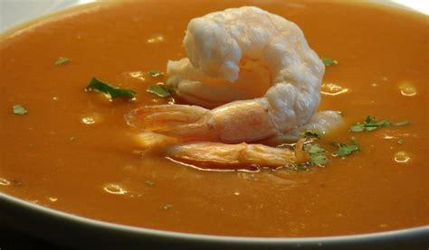 Receptes.lv - Tomātu zupa ar garnelēm