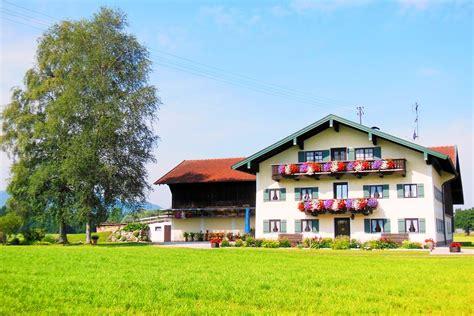 Haus Im Bayrischen Stil  Typisches Haus In Bayern