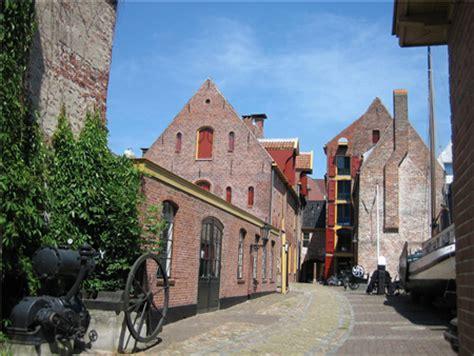 Scheepvaartmuseum Binnenplaats by Noordelijk Scheepvaartmuseum Trouwen Trouwlocatie In
