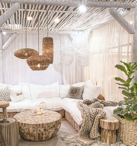canape exterieur en palette salon extérieur tendance bohème boho chic décoration