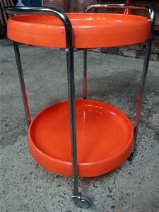 Table Ronde Plastique : desserte roulettes ronde plastique orange et chrome d but des ann es 70 ann e 70 ~ Teatrodelosmanantiales.com Idées de Décoration