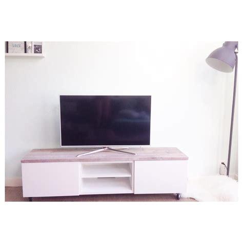 ikea hack besta tv meubel op wieltjes met steigerhout via