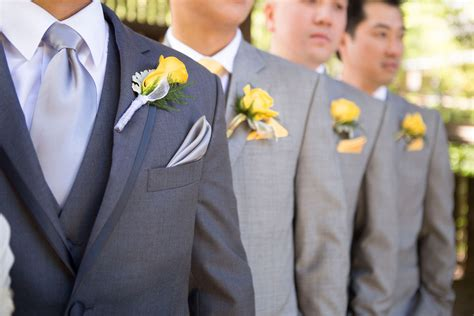 04-the-groom-and-groomsmen-prepare-in-awesome-blue-suits