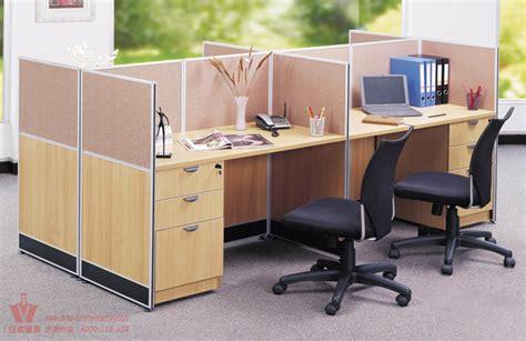 bureau de poste de travail moderne de bureau avec le service de bon