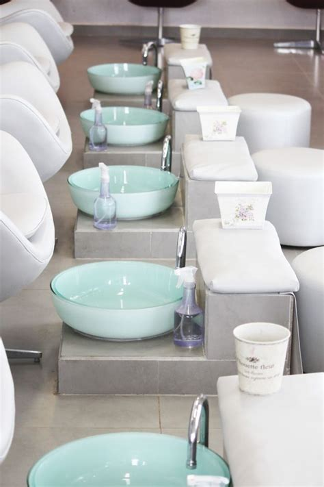 Pedicure Sinks For Home by Best 25 Nail Bar Ideas On Bar Salon