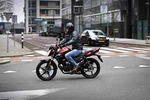 A Quel Age Peut On Conduire Une Moto 50cc : puis je conduire une 125 avec mon permis b moto plein phare ~ Medecine-chirurgie-esthetiques.com Avis de Voitures
