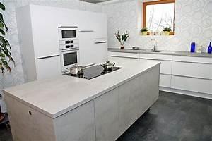 Arbeitsplatte Küche Betonoptik : nobilia musterk che beton touch k che mit elektischer h hen ndernung der insel und vario ~ Sanjose-hotels-ca.com Haus und Dekorationen