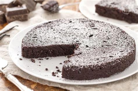 torta al cioccolato morbida all interno ricetta torta al cioccolato senza farina la ricetta di
