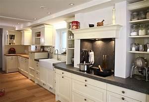 Holzdielen In Der Küche : k che im landhaus stil mit kochnische ~ Markanthonyermac.com Haus und Dekorationen