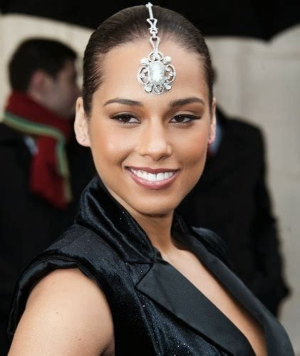 10 Pictures of Alicia Keys Without Makeup   Styles At Life