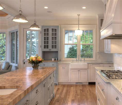 Favorite Kitchen Cabinet Paint Colors by New Classic Coastal Home Home Bunch Interior Design Ideas