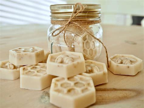 diy soap easy melt  pour method dainty dress diaries