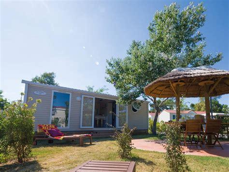 canapé narbonne cottage la clape 4 personnes 2 chambres 1 salle de bain