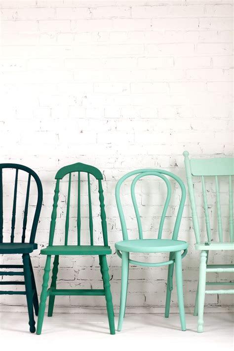 tafel met verschillende stoelen interiorinsider nl
