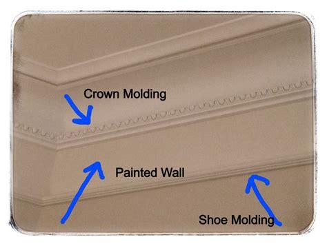 wallpaper border    crown molding
