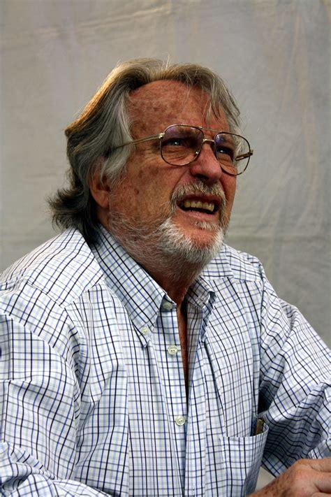 alberto vazquez figueroa wikipedia