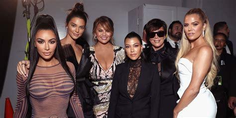 khloe kardashian denies family drama  skipping