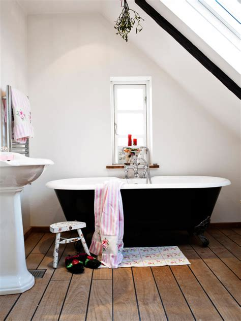 Small Clawfoot Tubs For Small Bathrooms by 27 Relaxing Bathrooms Featuring Clawfoot Tubs