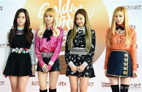 blackpink golden disc awards red carpet
