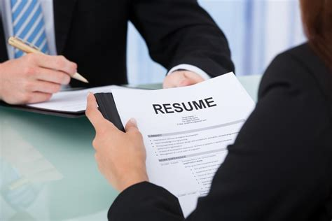 10 words to avoid on your resume if you are looking for a