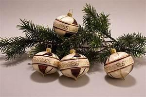 Weihnachtskugeln Aus Lauscha : 4 zwiebeln eischampagner mit braun christbaumkugeln ~ Orissabook.com Haus und Dekorationen