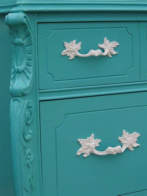 restauracion de  mueble en color turquesa