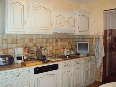 relooking d une cuisine rustique cuisine repeinte blanc ecru chinons et kolorons