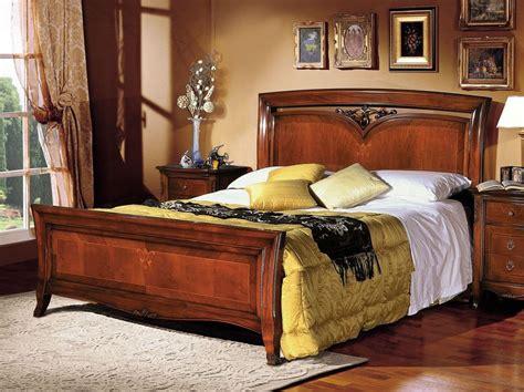Klassisches Doppelbett Aus Holz Mit Intarsien Von Hand