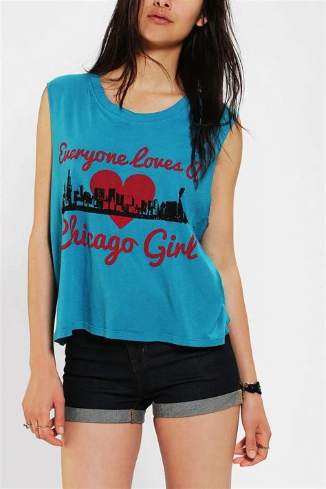 Urban Outfitters Le Shirt Everyone Loves A Chicago Girl Tee in Blue | Lyst