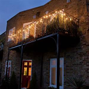 balkon und garten lampen leuchten moderne coole ideen With französischer balkon mit lichterkette garten glühbirnen
