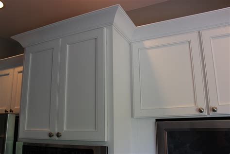 kitchen cabinet crown molding to contemporary kitchen cabinet crown molding