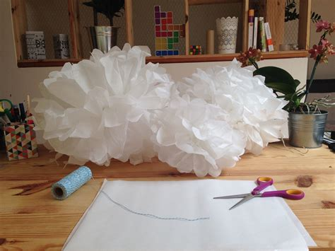 diy pompon papier de soie lanterne lampion decoration fait